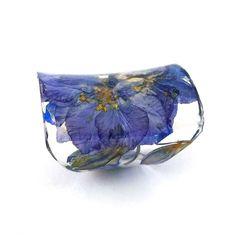 Anello in resina extra largo con i fiori viola Larkspur. Purple fedina, gioielli, Anello Cocktail, Knuckle anello in resina. Eco Friendly Eco fiori
