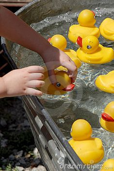 Pick Up Duck | baby shower game with prizes that correspond to each duck
