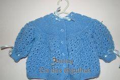 Casaquinho Azul Doce Encanto Agulha 3,5 Lã Carinho 05 botões Início: Montar 158 pontos na agulha. fazer 06 cordões de tricô (12 carreir... Baby Patterns, Baby Knitting, Knit Crochet, Children, Sweaters, Fashion, How To Knit, Crochet For Baby, Hardanger