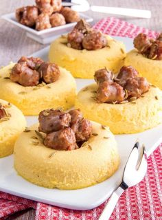 Sformatini al parmigiano con polpette di salsiccia Vegetable Muffins, Snack Recipes, Snacks, Finger Foods, Carne, Buffet, Cheesecake, Food And Drink, Appetizers