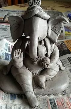 Splendid Learn how to make Ganesh idol at home with clay or flour. Get easy and simple step by step tutorial on how to make eco-friendly Ganesh idol at home in here. The pos . Clay Art Projects, Clay Crafts, Paper Crafts, Clay Ganesha, Ganesha Painting, 3d Painting, Eco Friendly Ganesha, Elefante Hindu, Ganesh Chaturthi Decoration
