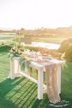 gorgeous wedding sweetheart table at sunset