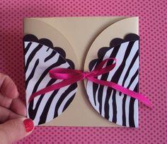 Convite lingerie tigrado super glamouroso! Toda a linha personalizada em scrapbook corpetinhos Amor no Papel você encontra em http://www.elo7.com.br/cha-de-lingerie/al/47B93