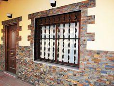 Acabado de casa prefabricada con piedra de laja y liso pintado en alvero www.casasdeaceroyhormigon.com CASAS DE ACERO Y HORMIGON ideas para casas prefabricadas