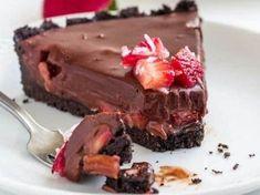 Αν είσαι φαν της σοκολάτας και των σοκολατένιων γλυκών, τότε είσαι στο σωστό σημείο. Αν πάλι είσαι και δεν είσαι, τότε ίσως μια μικρή υπογλυκαιμία να την πάθεις, αλλά πίστεψε με αξίζει. Σήμερα σου έχω μερικές εύκολες συνταγές με σοκολάτα. Δε θα μακρυγορήσω μιας και νομίζω τα έχω ήδη πει όλα. Το γλυκό των γλυκών σε όλο του μεγαλείο και σε συνταγές που μπορείς να φτιάξεις και εσύ και εγώ […] Breakfast Dessert, Dessert Recipes, Desserts, Greek Recipes, Chocolate Recipes, Food To Make, Strawberry, Food And Drink, Healthy Eating