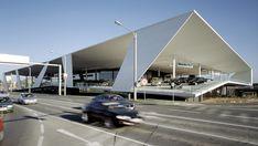 Kadawittfeld architektur   Driving me Crazy   Consecionario de venta de automóviles.   2004-2006