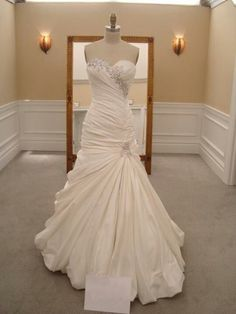 New, sample and used Pnina Tornai wedding dresses for sale at amazing prices. Browse our Pnina Tornai wedding gowns and find your dream dress for less! Wedding Dresses 2014, Designer Wedding Gowns, Wedding Attire, Bridesmaid Dresses, Dress Wedding, Dresses 2016, Modest Wedding, Ivory Wedding, Wedding Shoes