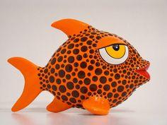pez naranja, en papel mache