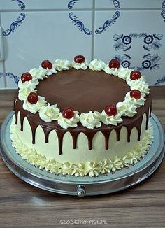 Schwarzwälder Kirschtorte The Effective Pictures We Offer You About Birthday Cake with name A quality picture can tell you many things. You can find the most beautiful pictures that can be presented t Cake Decorating Frosting, Creative Cake Decorating, Cake Decorating Videos, Birthday Cake Decorating, Cake Decorating Techniques, Creative Cakes, Chocolate Cake Designs, Super Torte, Decoration Patisserie