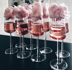 Sparkling rosé topped with tiny clouds of pink cotton candy. Obsessed with this. Snacks Für Party, 21 Party, Hen Party Food, Party Food Bars, Soiree Party, Fancy Party, Party Treats, Tapas, Food And Drink