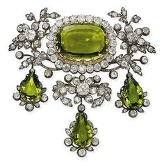 I usually hate my birthstone, but this is such a stunning peridot piece.