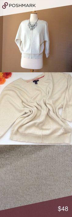 TOMMY HILFIGER Beige + gold thread Pullover TOMMY HILFIGER Beige + gold thread Pullover , Bat wing sleeve, Round neck, Bust 24inches, Sleeve 23in, Length 26 inches from shoulder down. 52% cotton, 18% viscose 14% Nylon 7% Polyester, soft at touch not itchy. Great condition Tommy Hilfiger Sweaters