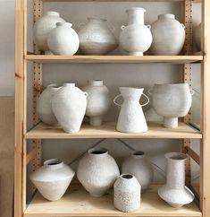home interiors dream Porcelain Clay, Ceramic Vase, Ceramic Pottery, Vases, Ceramic Studio, Clay Studio, Pottery Designs, Pottery Studio, Clay Projects