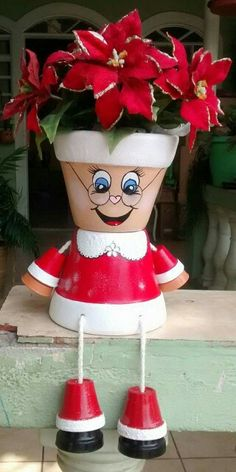 Idea Of Making Plant Pots At Home // Flower Pots From Cement Marbles // Home Decoration Ideas – Top Soop Flower Pot Art, Flower Pot Design, Clay Flower Pots, Terracotta Flower Pots, Flower Pot Crafts, Clay Pot Projects, Clay Pot Crafts, Christmas Crafts, Flower Pot People
