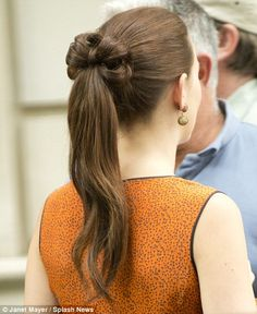 Leighton Meester aka Blair Waldorf on the set of Gossip Girl. Check out the ponytail