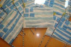 Φρου Φρουκατασκευές-η σημαία της Ελλάδας. Χρησιμοποιήσαμε τις μπλε νάιλον σακούλες που μας περίσσεψαν από τις απόκριες.