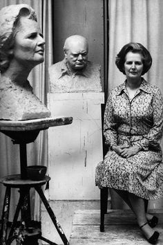 Old Hollywood Through the Lens of Pioneering Female Photographer Eve Arnold: Margaret Thatcher in Oscar Nemon's studio, London, 1977 Asian History, Women In History, British History, Tudor History, Historical Women, Historical Photos, Margareth Thatcher, The Iron Lady, Corporate Portrait