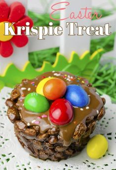 Easter Krispie Treats are a festive dessert for your brunch celebration! Made with chocolate and peanut M&Ms, these rice krispies will delight your kids! Easter Cupcakes, Easter Cookies, Easter Treats, Easter Desserts, Easter Snacks, Holiday Cookies, Chocolate Coconut Cookies, Chocolate Desserts, Nutella Chocolate