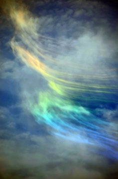 Del Zane - Early Afternoon Sky ShowThis colorful phenomenon, known officially as a circumhorizon arc, occurs when sunlight strikes cirrus clouds at a particular angle.