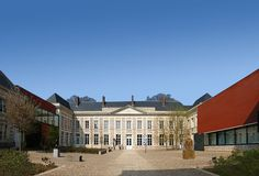 MUSÉE MATISSE PALAIS FENELON | Emmanuelle et Laurent Beaudouin - Architectes Museum Architecture, Henri Matisse, Mansions, House Styles, Architects, Mansion Houses, Manor Houses, Villas, Fancy Houses