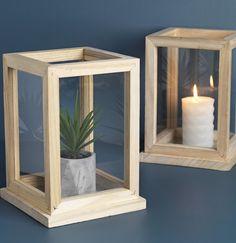 Cutia decorativă TORMOD din lemn si sticlă păstrează micile decorațiuni ca pe niște bijuterii prețioase. | JYSK