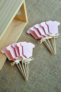 Baby Girl Shower Cupcake Toppers Ships in Business Days. Pink Onesie Cupcake Picks Baby Girl Shower Cupcake Toppers Ships in Business Days. Idee Baby Shower, Fiesta Baby Shower, Shower Bebe, Baby Shower Favors, Shower Party, Baby Shower Parties, Baby Shower Themes, Baby Boy Shower, Baby Shower Gifts