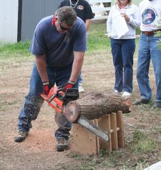 Sawing Platform for the Chainsaw for sawing logs