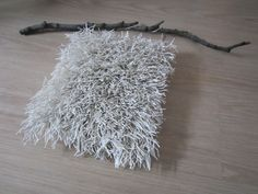 Tee-se-itse-naisen sisustusblogi: Paperinaruryijy Rya Rug, Textiles, Twine, How To Dry Basil, Dandelion, Weaving, Diy Projects, Activities, Wall Art