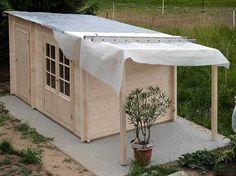 Gartenhaus: Eine Aufbaugeschichte in Bildern Shed Cabin, Tiny House Cabin, Backyard Sheds, Backyard Garden Design, Garden Office Shed, Garden Cabins, Garden Workshops, Diy Shed Plans, Wooden Sheds