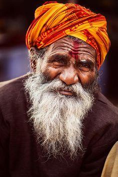 Sadhu at Pushkar Mela, 2012 Portrait Photography Men, Photography Women, Light Photography, We Are The World, People Of The World, Apocalypse Art, Photo Souvenir, Indian Art Paintings, Street Photographers