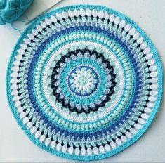 Ocean mandala Mini Quilts, Craft Items, Crochet Crafts, Doilies, Crochet Top, Crochet Rugs, Pot Holders, Beach Mat, Decorative Plates