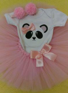 Kit tutu urso panda no Elo7 | Babypérolas (EA9B65) Panda Themed Party, Panda Birthday Party, Panda Party, 6th Birthday Parties, 7th Birthday, Baby Tutu, Galaxy Wallpaper, Party Themes, Baby Shower