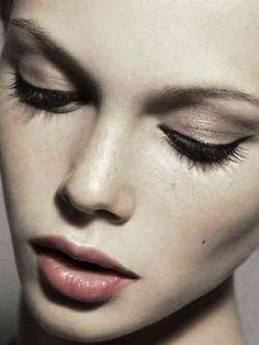 Maquillage élégant et doux