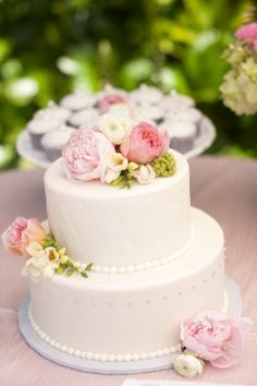 cake (photo by tim sohn studios, floral by church street flowers)