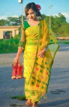 Manipuri beauty Beautiful Women Over 40, Beautiful Girl Photo, Cute Beauty, Beauty Full Girl, North East Indian, Stylish Photo Pose, Indian Photoshoot, Small Scarf, Beautiful Saree
