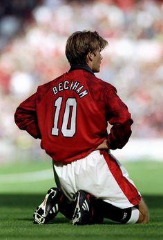Beckham at it's best 10 David Beckham Manchester United, Manchester United Legends, Manchester United Football, Football Kits, Football Soccer, Football Players, Champions League, David Beckham Football, Fifa