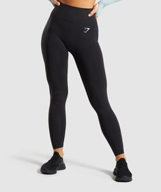 Gymshark Vital Seamless Leggings are your perfect gym companion. Supportive & seamless, with DRY technology. Smash every workout with the Vital seamless range. Nylons, Yoga Pants Outfit, Gym Pants, Legging Outfits, Sporty Outfits, Black Women Fashion, Womens Fashion, Seamless Leggings, Black Leggings
