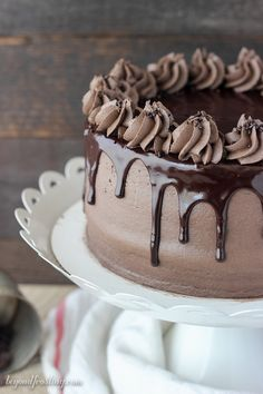 This chocolate mudslide cake is loaded with chocolate, Kahlua and Bailey's Irish Cream. The decadent chocolate cake is covered with a spiked buttercream and covered with ganache. You'd be surprised how easy this cake recipe is. Decadent Chocolate Cake, Decadent Cakes, Homemade Chocolate, Chocolate Desserts, Chocolate Cake With Ganache, Chocolate Buttercream Cake, Cake Recipes To Impress, Delicious Desserts, Dessert Recipes