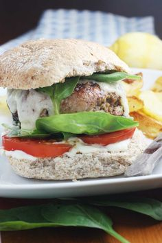 Bacon-wrapped turkey burgers with gruyère