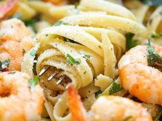 cómo hacer Pasta al ajo con camarones y arúgula | ActitudFEM
