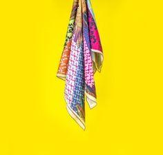 Pañuelo de gasa estampado con diseño único #Mariadetomaso.  1m x 1m.