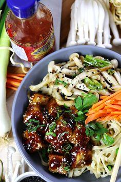 Noodles cu tofu prăjit în sos dulce-iute și ciuperci Shimeji Tofu, Japchae, Noodles, Ethnic Recipes, Macaroni, Noodle, Pasta