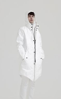 CLASSICS The Famous Paper Parka is made out of the thick Tyvek®. It has an underlining of the light Tyvek®. Finished with a zipper and naps. Adjustable strings for the perfect fit in the waist. It has a zipped pocket on the chest. Features 100% thick TYVEK® Superlight, comfortable YKK® zip closure High performance Water …