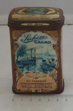 A Great Dutch Cacao Tin from Sikesz Amsterdam, with beautifull Dutch landscapes all over, its from around the 40ties and in my Collection