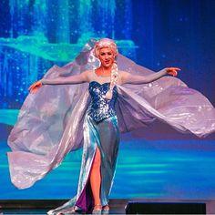 YES GIRL Frozen Cosplay, Elsa Cosplay, Walt Disney Pictures Movies, Best Disney Movies, Disney Frozen Elsa, Disney Magic, Elsa Character, Disney Queens, Disney Face Characters