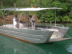 7.6 meter aluminum landing craft built for a Phuket resort. The exclusive resort has access by sea only so they wanted a shallow draft, all-purpose vessel for carrying passengers and cargo. The boat is also used for diving and fishing day trips.