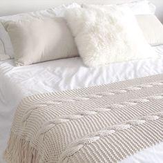25 Wonderful Afghan Knitting – Knitting And We Knitted Afghans, Knitted Blankets, Merino Wool Blanket, Crochet Home, Knit Crochet, Bed Runner, Bed Covers, Soft Furnishings, Betta