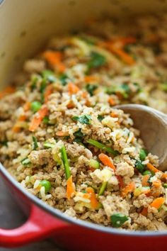 DIY Homemade Dog Food - Keep your dog healthy and fit with this easy peasy homemade recipe - it's cheaper than store-bought and chockfull of fresh veggies! You will find interesting recipes for dog on my account. Food Dog, Make Dog Food, Puppy Food, Best Homemade Dog Food, Cat Food, Homemade Recipe, Best Dog Food, Diy Dog Treats, Homemade Dog Treats