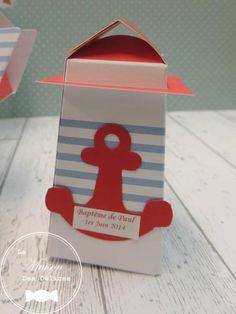 Ballotin à dragées de la forme d'un phare, pour le baptême d'un enfant sur le thème de la mer. http://www.maison-des-delices.fr/contenants-a-dragees-mariage-ballotin-314