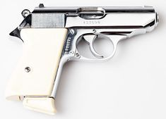 Walther Pp, Latest Technology Gadgets, 9mm Pistol, Military Issue, Spy Gadgets, Smith Wesson, Weapons Guns, Luftwaffe, Mafia